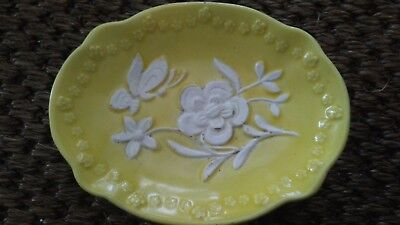 Vtg Yellow and White Floral/Butterfly Soap Dish