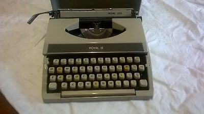 Vintage ROYAL 200 Typewriter, 2 New Ribbons, 2 1960's Learn To Type Manuals