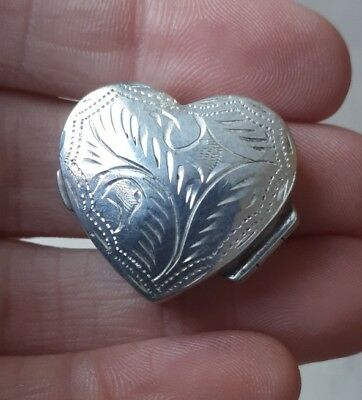 Vintage Sterling Silver Ornate Heart Shaped Pill Tooth Box Hallmarked Li 1992