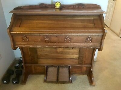 Antique 1904 Beckwith Pump Organ Works and sounds good, original.
