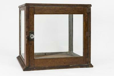 SMALL OAK COUNTERTOP SHOWCASE Lot 112