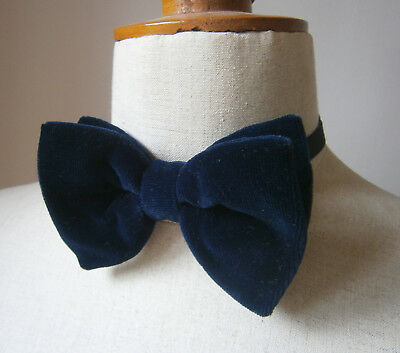 VINTAGE 1970s LARGE MIDNIGHT BLUE VELVET BOW TIE DICKIE BOW PARTY WEDDING CRUISE