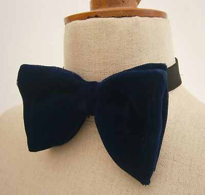 VINTAGE 1970s SOPHOS LARGE MIDNIGHT BLUE VELVET BOW TIE DICKIE BOW  IN BOX PARTY
