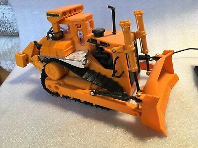 VINTAGE The Cat D9L Remote Control Power Dozer by New Bright, 1988