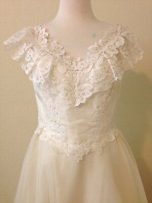 Vintage wedding gown dress bridal ivory lace tiered layered ballgown