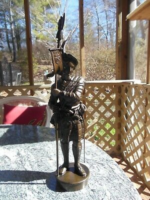"Bronze Spleter Scottish Warrior In Kilt Weapons & Flag 15 1/4"" Tall Detailed"