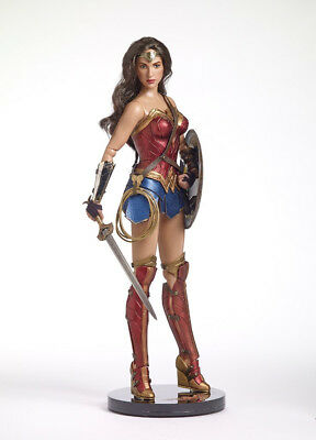 """2018 Tonner 16"""" WONDER WOMAN DELUXE BUNDLE (Doll, Sword, Shield & Stand) SEALED!"""