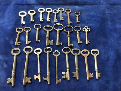 Super Lot of 25 Vintage Antique SKELETON DOOR, FURNITURE CABINET OLD LOCK KEYS