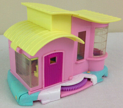 Mini Polly Pocket Magic Movin' Video Party House Compact Playset 2000