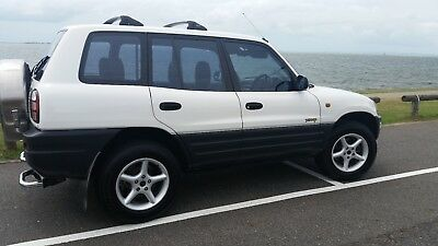 WHITE 1999 RAV 4 4cyl 2.0 litre$4650.00 Rego to August 2018Only 119,000 k's