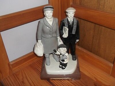 Rare The Broons Ceramic Figurine Boxed Maw Paw & The Bairn