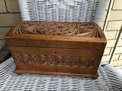 ANTIQUE HUON PINE HAND CARVED BOX jewellery wooden vintage war tramp trench art?