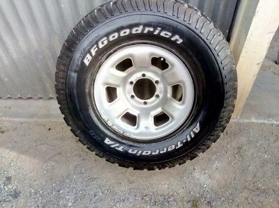 Nissan Patrol Tyre and rim 285/75/16