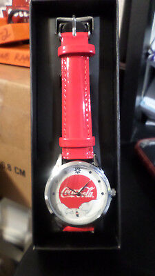 AVON 2016 Coca Cola Christmas Polar Bears Watch Red-BRAND NEW