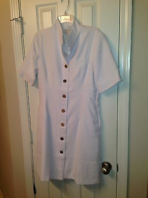 Brand New Clinique  Short Sleeved White  Labcoat Size 8