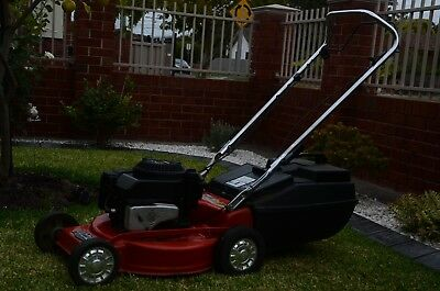Rover - Briggs & Stratton Lawnmower Selfpropelled Excellent Condition