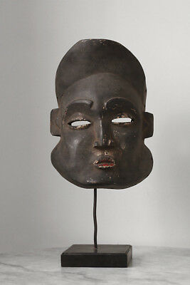 Antique mask YOMBE Congo, stand included
