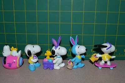 Vintage Easter Snoopy Peanuts PVC Figurines Easter Set of 5 Never played with