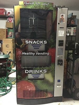 MINT, less than 6 mo old!  Seaga HY900 Healthy You Combo Vending Machine 2017