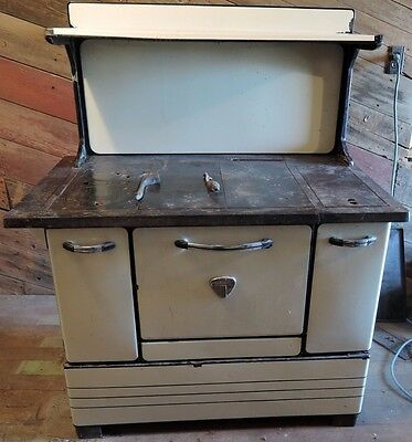 Gentil Antique Montgomery Ward Wood Burning Kitchen Cook Stove