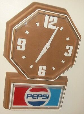 Vintage PEPSI Cola Soda Battery Operated Plastic Wall Clock Sign WORKS Advertise