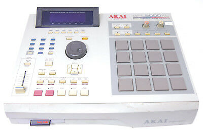 Akai MPC 2000XL 32MB RAM CF Cardreader NEUES / NEW DISPLAY! Refurbished Garantie