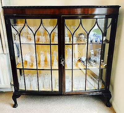 STUNNING ANTIQUE EDWARDIAN 1930s WOODEN BALL & CLAW FOOT CRYSTAL DISPLAY CABINET