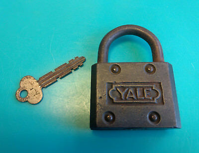 Old Vtg Cast Iron Spring Loaded Yale Towne Mfg Co Padlock Lock With Key