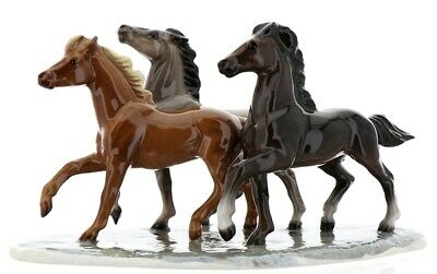 Wild Mustangs on Base Specialty 3 Horse Model Made in USA by Hagen-Renaker