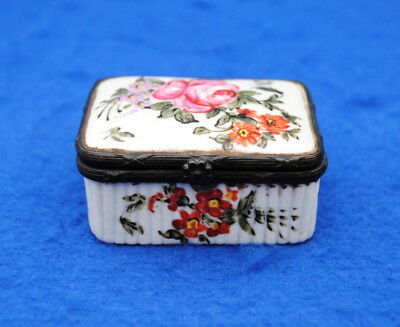 Very Nice 18Thc Veuve Perrin French Porcelain Pill Box Snuff