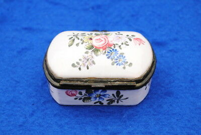 Very Nice 18Thc Veuve Perrin French Porcelain Pill Box / Snuff