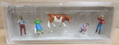4 x PEOPLE 1 x COW ON THE FARM by PREISER - #79039 - N SCALE