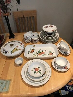 Assortment Of Evesham Gold 1961 Inc Oven To Tableware 38 Pieces