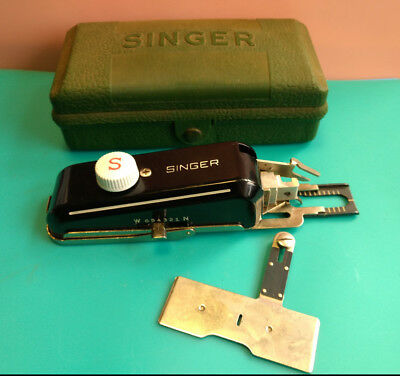 Old Vtg Collectible Singer Buttonholer No. 160506 With Green Case Made In USA
