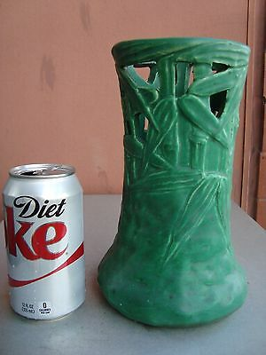 """Cambridge Owens Arts & Crafts Matte Green 8.5"""" Reticulated Bamboo Vase"""