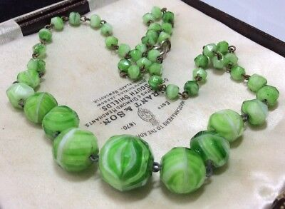 Vintage Art Deco Stunning Faceted Marbled Graduated Glass Bead Necklace