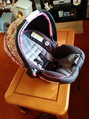 Graco SnugRide 35 Infant carrier. Click Connect system. NO BASE. CARRIER ONLY!