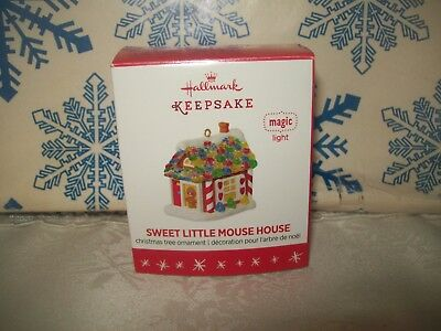 Hallmark Sweet Little Mouse House 2016 Magic Christmas Miniature Ornaments