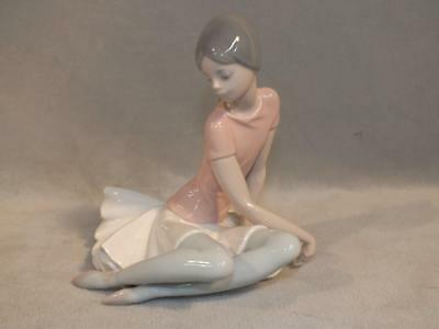 Fine Lladro Figurine Of A Ballerina Girl Titled Shelley - Retired