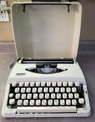 Vintage Typewriter~Brother~Portable Charger 11 White with Hard Shell Case Japan