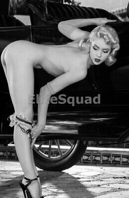 Photo Erotic antic vintage rear butt art nude breasts pin-up girl car 462