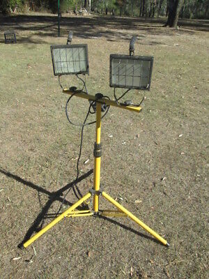 FAIRWAY - 2 X 500W Halogen FLOODLIGHT ON ADJUSTABLE STAND