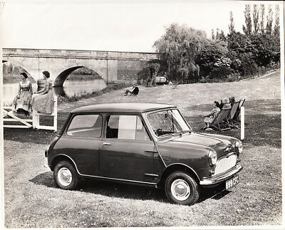 MORRIS MINI-MINOR NOT FOR RELEASE BEFORE 26th AUGUST 1959 PERIOD PHOTOGRAPH.