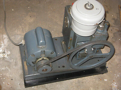 Welch Duo Seal 1402 Rotary Vane Belt Driven Vacuum Pump, New Shaft Seal, Tested