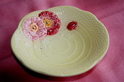Vintage 50s 30s Flower dish Yellow dish red roses H Wain & sons. Gt cond