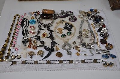 LOT DE BIJOUX Vintage, Bracelets, Broches, Colliers