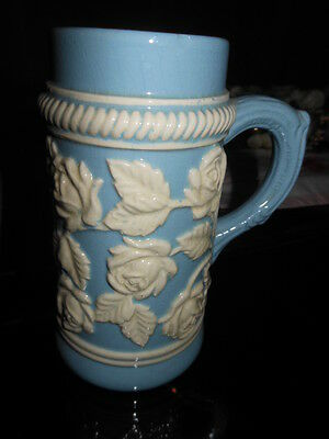 Dartmouth Tankard Embossed Flowers White on Blue Background