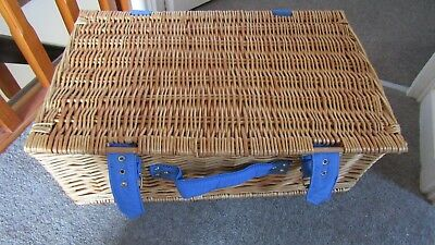 Quality LARGE Wicker Picnic Basket Hamper Basket in Lovely Condition