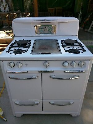 1945 Gorgeous Vintage Wedgewood  oven / broiler gas stove.
