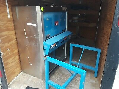 Nuaire NU-425-300 Lab Biological Safety Cabinetw/stand Used working when removed